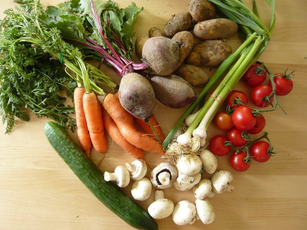 Fruits and Vegetables - Healthy diet helps alleviate PMS